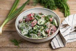 salat_iz_pomidorov_i_ogurcov