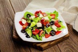 porcionnyj_grecheskij_salat