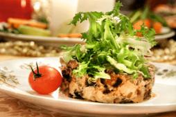 salat_s_kuricey_gribami_i_chernoslivom