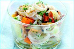 salat_iz_moreproduktov_s_kartofelem_i_zelenyu